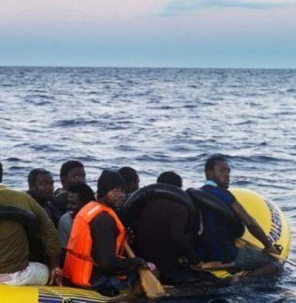 migraroyal-marine-rescues-subsaharan-migrants-boat-in-struggle